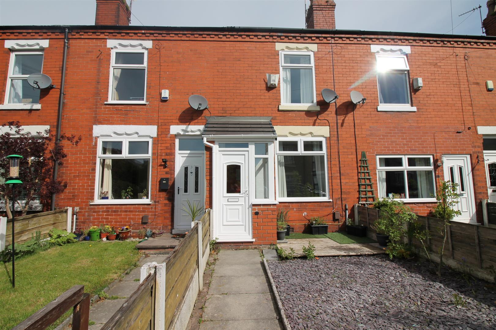 2 Bedroom House - Mid Terrace To Let